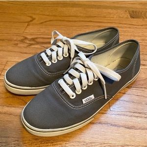Vans Off the Wall Gray Canvas Sneaker 7.5